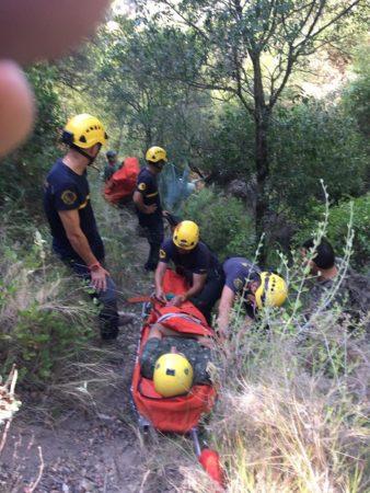 Un ubriqueño, accidentado al caer por un barranco de unos 15 metros en la zona del Redondel, rescatado por los bomberos