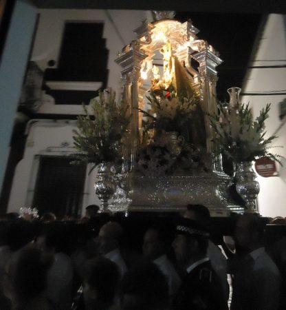 Rauda procesión de la imagen de la patrona para evitar la lluvia
