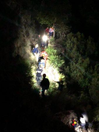 Bomberos del grupo de montaña de Ubrique rescatan a un cazador herido de bala en un coto de Benamahoma