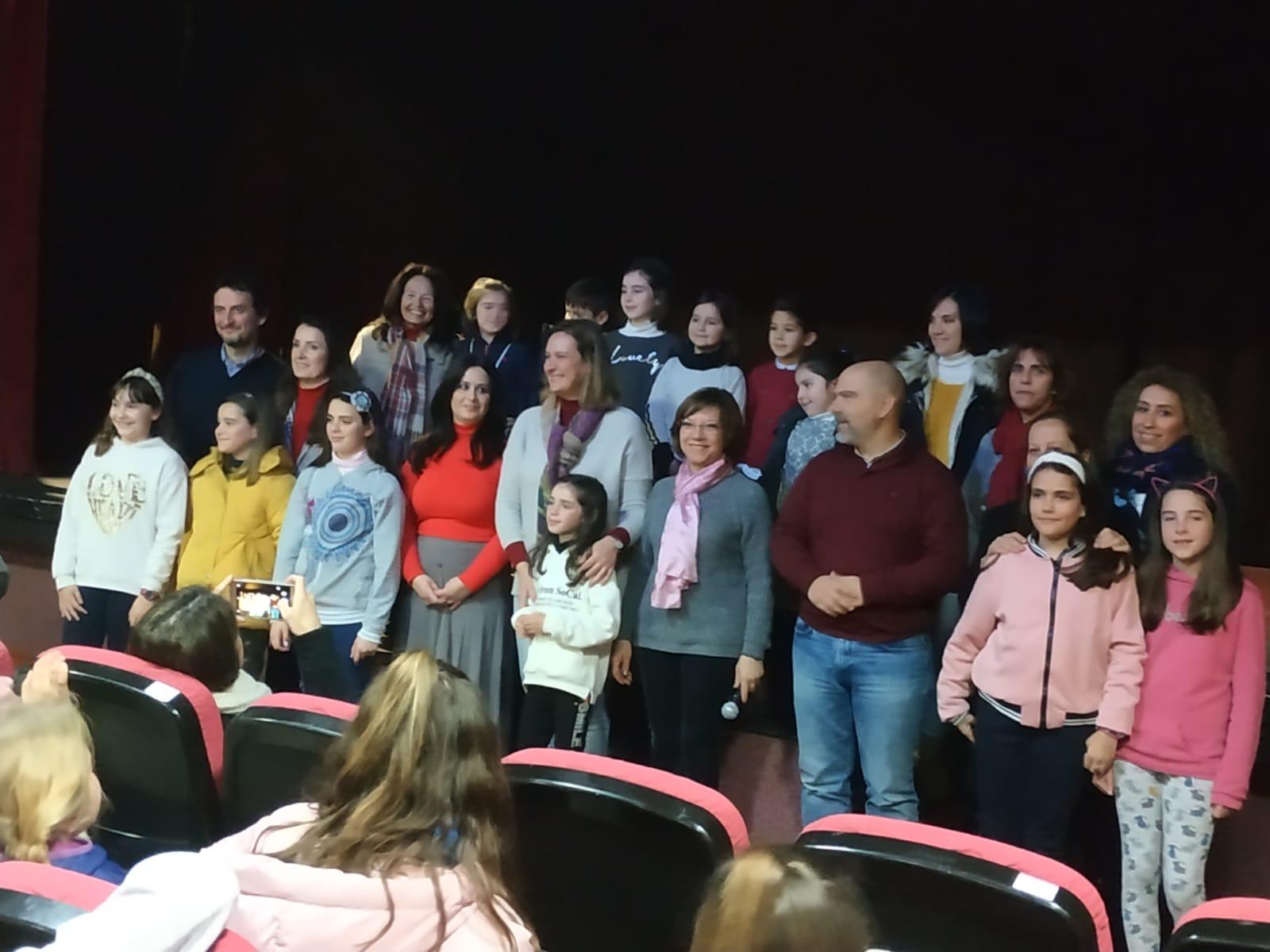 Premiados alumnos de cinco centros docentes de Ubrique en el concurso 'Mi familia igualitaria', convocado por la Diputación