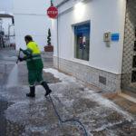 Operarios de limpieza inician trabajos de desinfección en zonas públicas de Ubrique