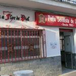 Lema de la Peña Sevillista de Ubrique en la fachada de la nueva sede.