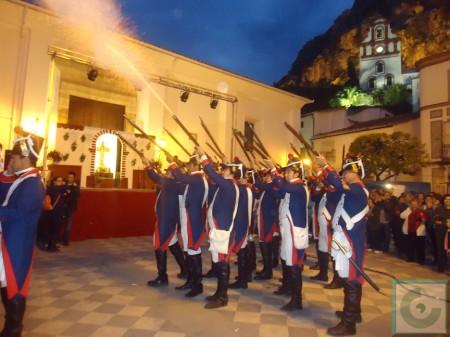 Soldados franceses de la Asociación Histórico-Cultural Villa de El Bosque, en la Plaza del Ayuntamiento de Ubrique en 2013.