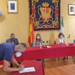 La consejera de Empleo preside la entrega de acreditaciones a los seis primeros trabajadores contratados por el Ayuntamiento de Ubrique para los 13 proyectos de la iniciativa 'Aire'