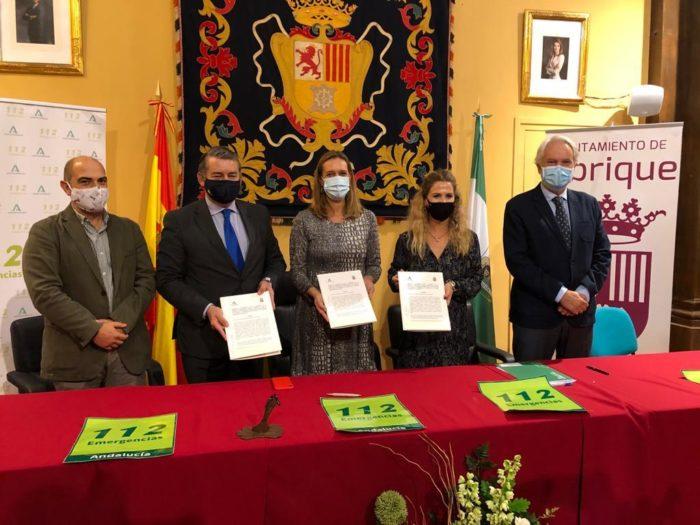 Representantes de la Junta y del Ayuntamiento, firmantes del convenio.