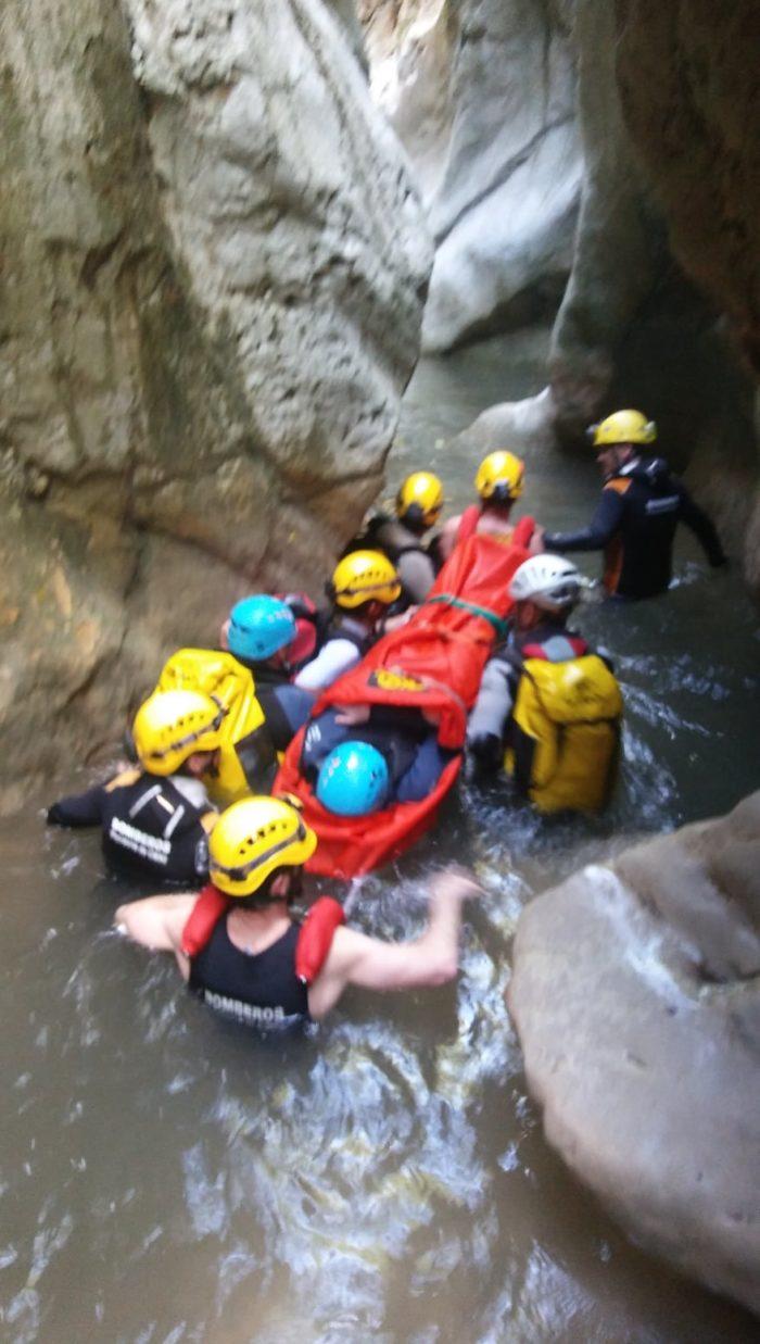 Uno de los rescates efectuados por el grupo de bomberos de montaña.