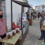 Rafael Ramos, en elstand de Editorial Tréveris en la Feria del Libro de Bornos.