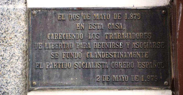 Placa en la fachada de Casa Labra.