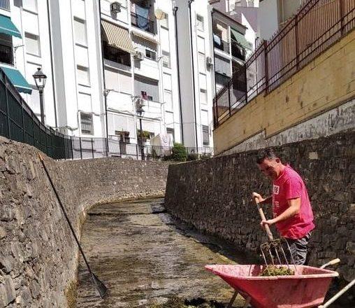 Limpieza del cauce y márgenes del río
