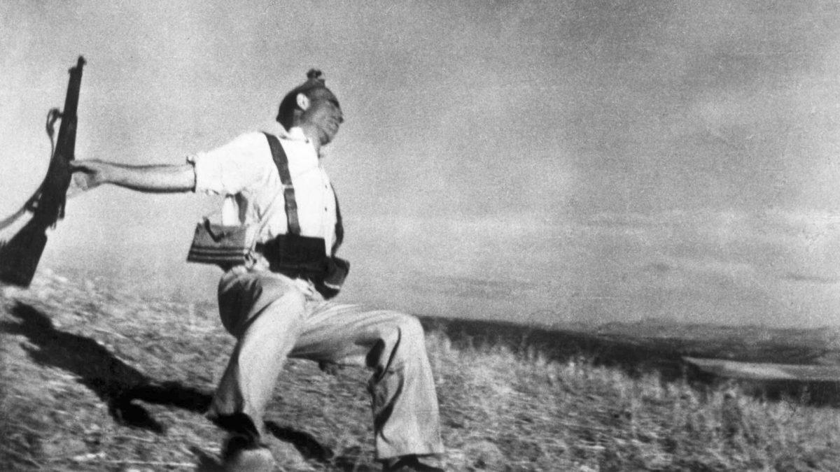 Muerte de un miliciano el 5 de septiembre de 1936 (foto de Robert Capa).