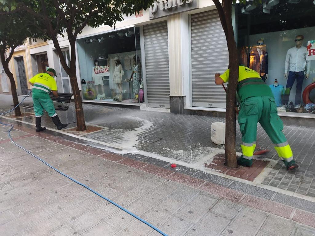 Limpieza extraordinaria de la avenida de España.