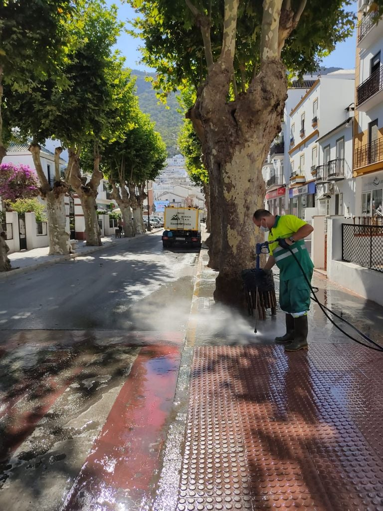 Limpieza en Los Callejones.