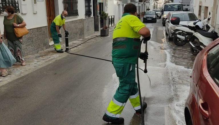 Limpieza de calles tras la canalización del gas