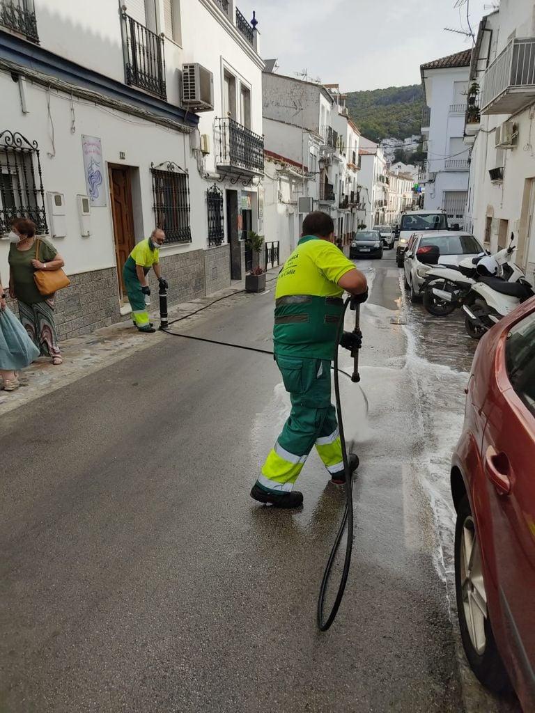 Limpieza de la calle San Sebastián.