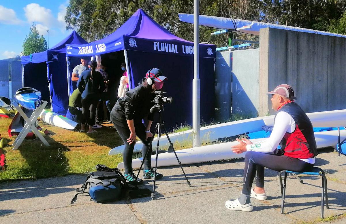 Antonio, atendiendo a los medios interesados por el deporte con discapacidad.