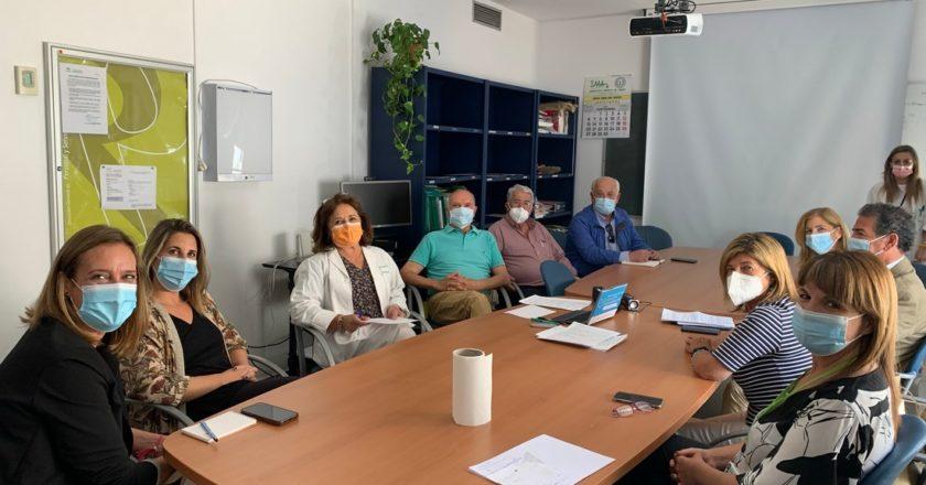 El Observatorio ¡Especialistas ¡Ya! entrega a la delegada de la Junta los resultados de una encuesta sobre asistencia sanitaria en la Sierra
